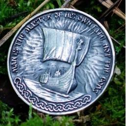 """Сувенирная монета из серебра """"Ragnar Lothbrok"""""""