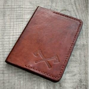 Паспортница из натуральной кожи VARVAR коричневого цвета